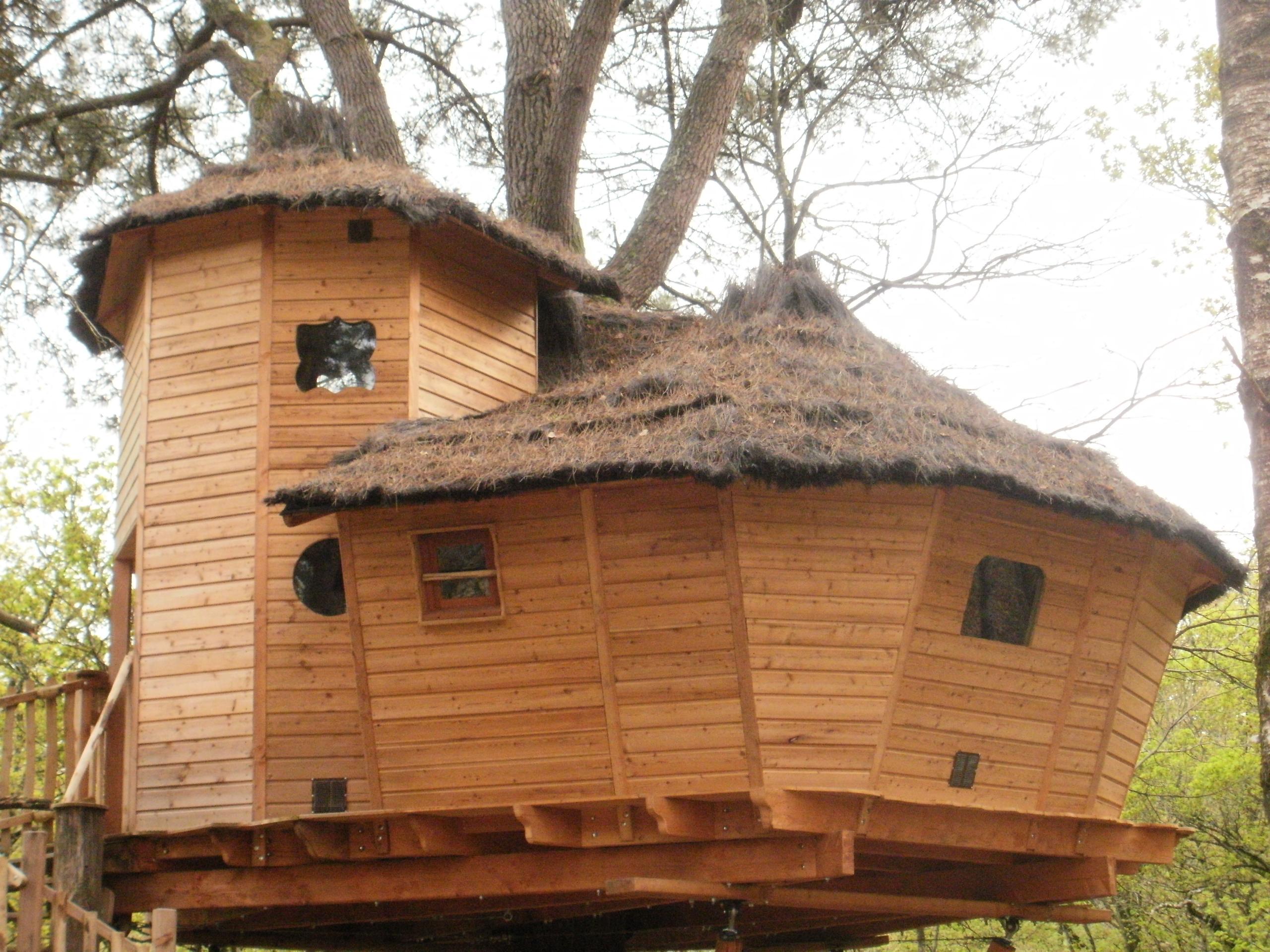cabane dans les arbres quistinic hbergements insolites de quncan cabane pilotis gte bretagne. Black Bedroom Furniture Sets. Home Design Ideas