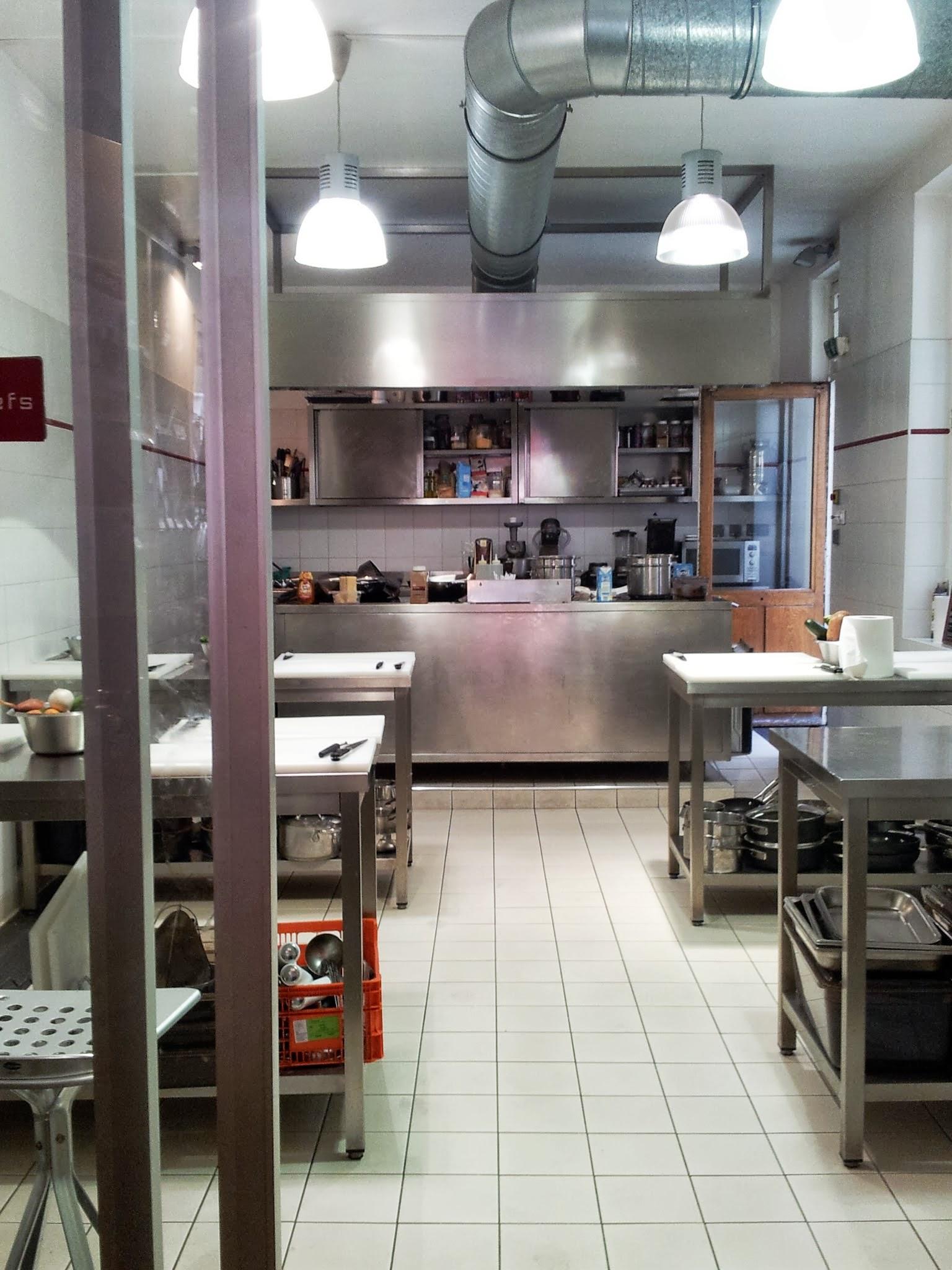 Un cours de cuisine l atelier des chefs femin 39 elles for Atelier cours de cuisine paris