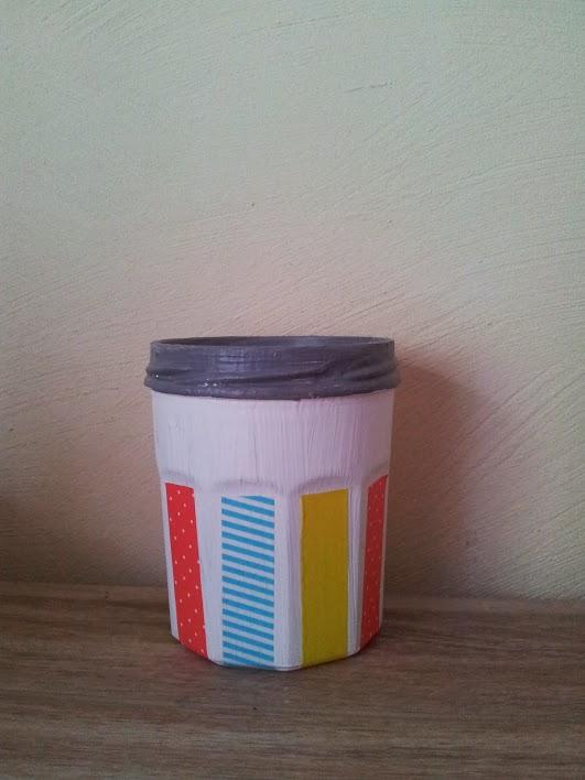 diy customiser un pot de confiture pour y ranger ses crayons femin elles