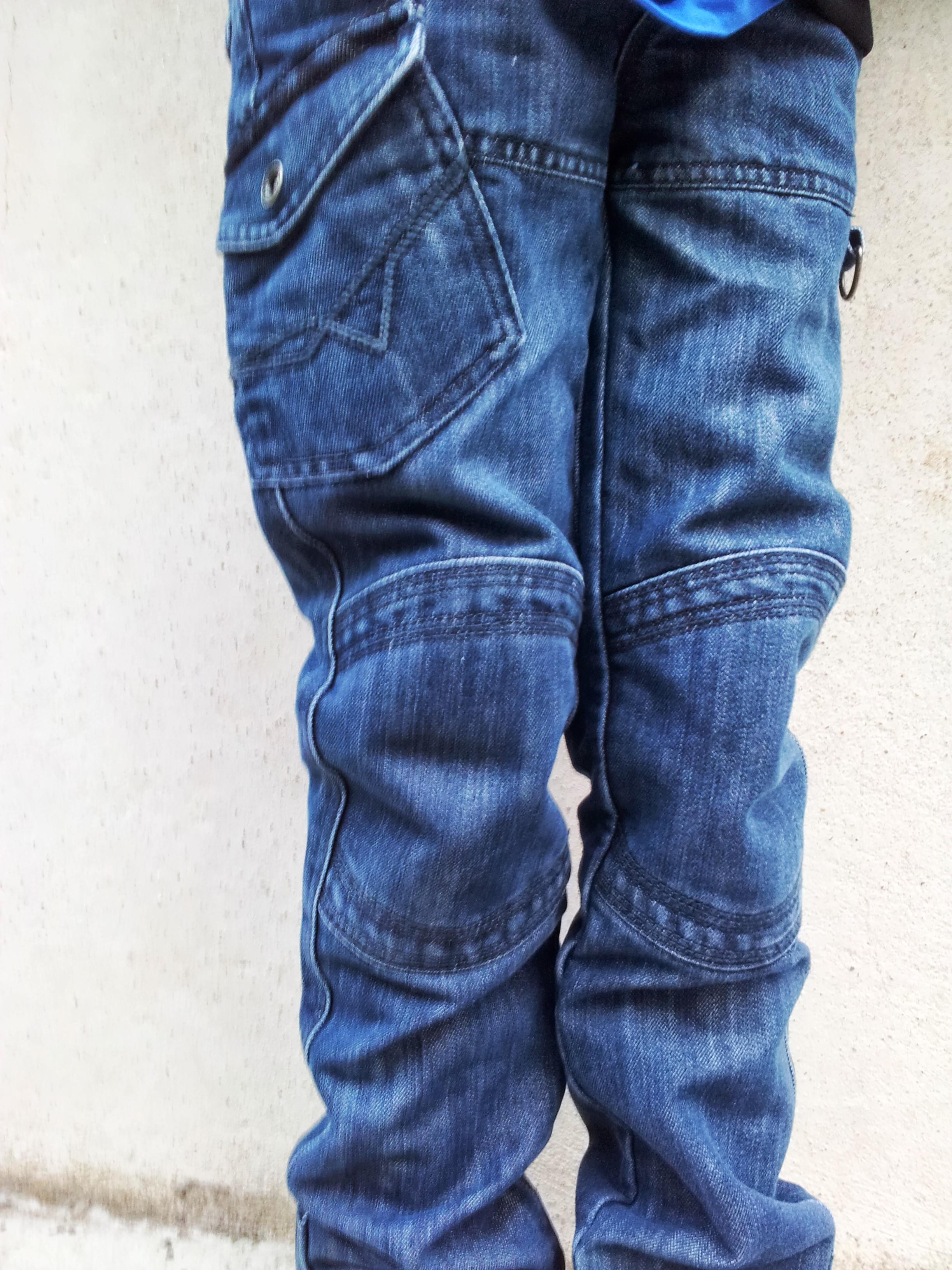 2c1d3408b5c4 Un pantalon indestructible  vertbaudet l a fait  Cadeau dedans